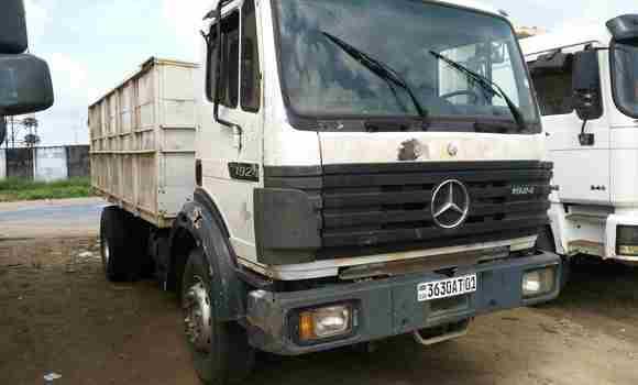 Utilitaire à vendre Mercedes Benz 190 Blanc - Kinshasa - Kalamu
