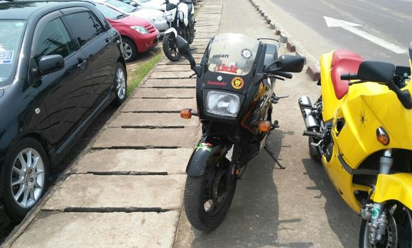 Moto à vendre Suzuki 750 Noir - Kinshasa - Kalamu