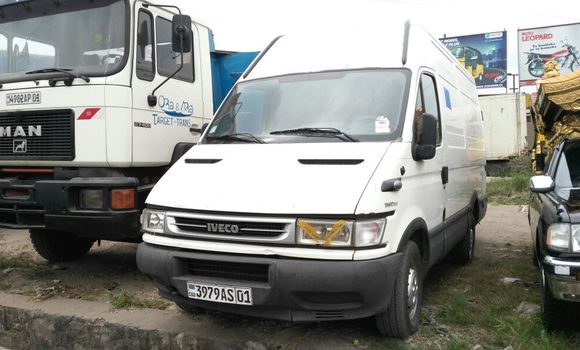 Utilitaire à vendre Iveco Daily Blanc - Kinshasa - Limete