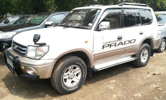 Voiture à vendre Toyota Prado Blanc - Kinshasa - Kalamu