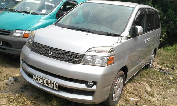 Voiture à vendre Toyota Voxy Gris - Kinshasa - Kalamu