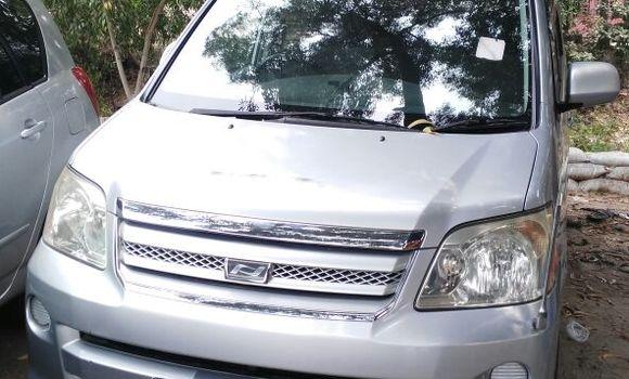 Voiture à vendre Toyota Noah Gris - Kinshasa - Kalamu