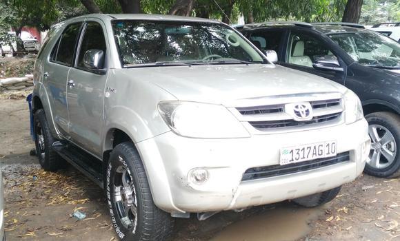 Voiture à vendre Toyota Fortuner Gris - Kinshasa - Kalamu