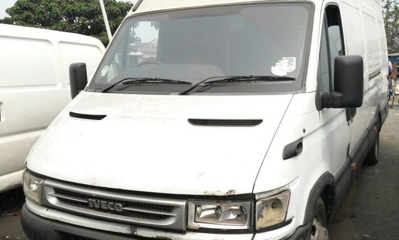 Utilitaire à vendre Iveco Daily Blanc - Kinshasa - Kalamu