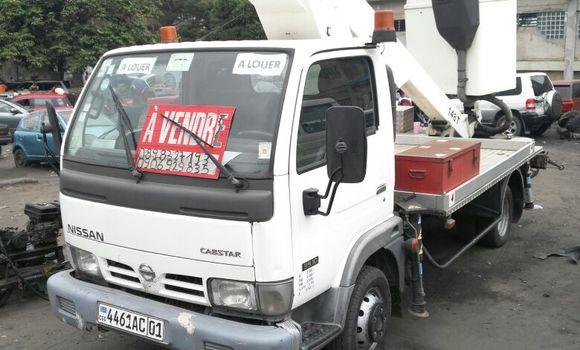 Utilitaire à vendre Nissan UD Blanc - Kinshasa - Ngaliema