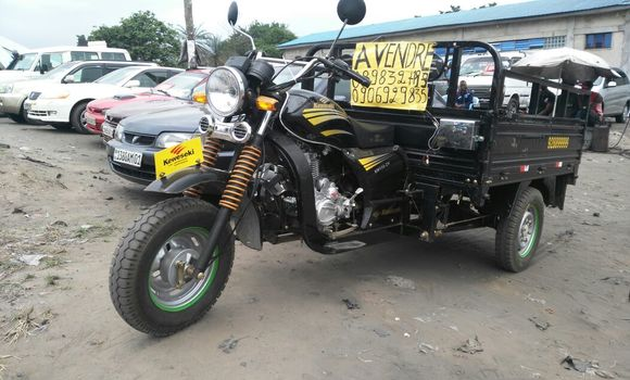 Moto à vendre Kawasaki 150-ZH Noir - Kinshasa - Ngaliema