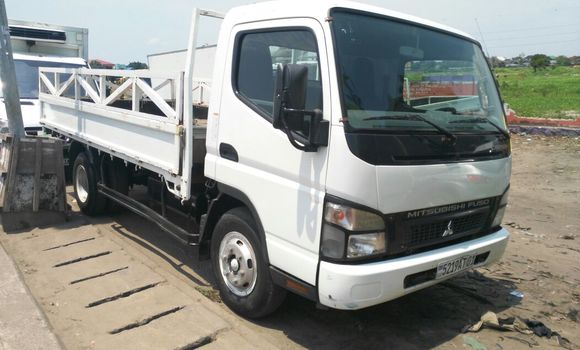 Voiture à vendre Mitsubishi Canter Fuso Blanc - Kinshasa - Kalamu