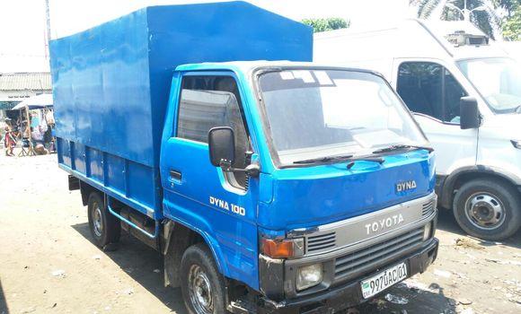 Voiture à vendre Toyota Dyna Bleu - Kinshasa - Kalamu