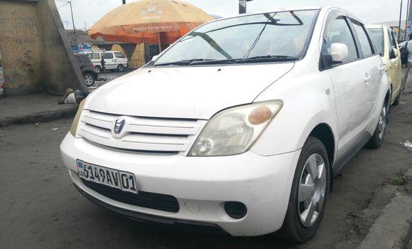 Voiture à vendre Toyota IST Blanc - Kinshasa - Kasa Vubu