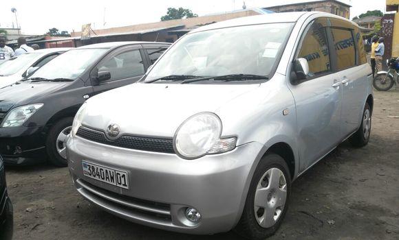 Voiture à vendre Toyota Sienta Gris - Kinshasa - Kasa Vubu