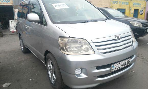 Voiture à vendre Toyota Noah Gris - Kinshasa - Kasa Vubu