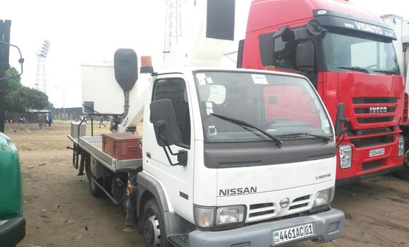 Utilitaire à vendre Nissan Cabstar Blanc - Kinshasa - Kalamu