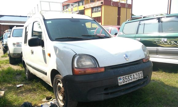 Voiture à vendre Renault Kangoo Blanc - Kinshasa - Kasa Vubu