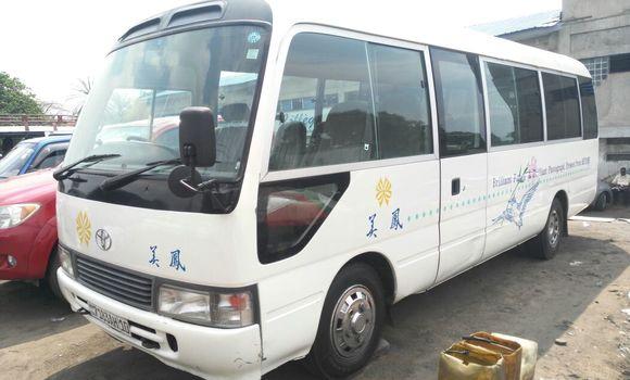 Utilitaire à vendre Toyota Coaster Blanc - Kinshasa - Ngaliema