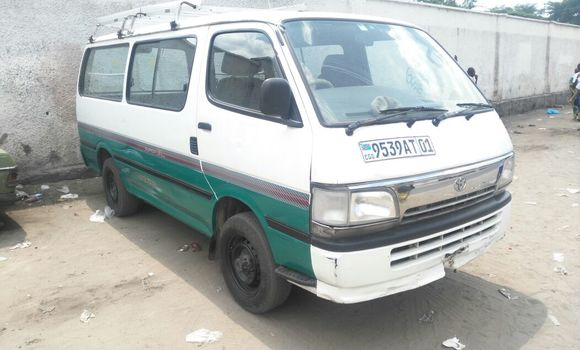 Voiture à vendre Toyota Hiace Blanc - Kinshasa - Bandalungwa