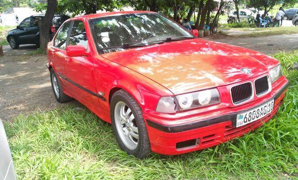 Voiture à vendre BMW 380 Rouge - Kinshasa - Limete