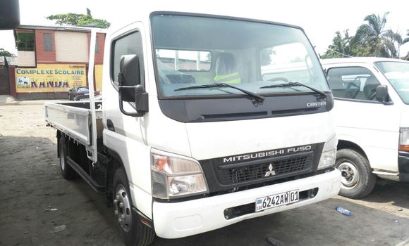 Voiture à vendre Mitsubishi Canter Fuso Blanc - Kinshasa - Kasa Vubu