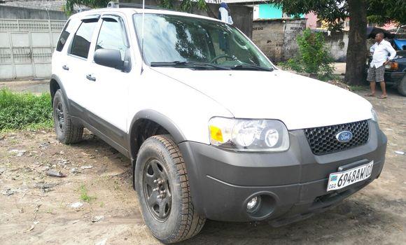 Voiture à vendre Ford Escape Blanc - Kinshasa - Lemba