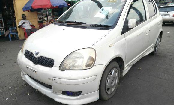 Voiture à vendre Toyota Vitz Blanc - Kinshasa - Masina