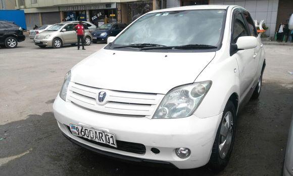 Voiture à vendre Toyota IST Blanc - Kinshasa - Kinshasa