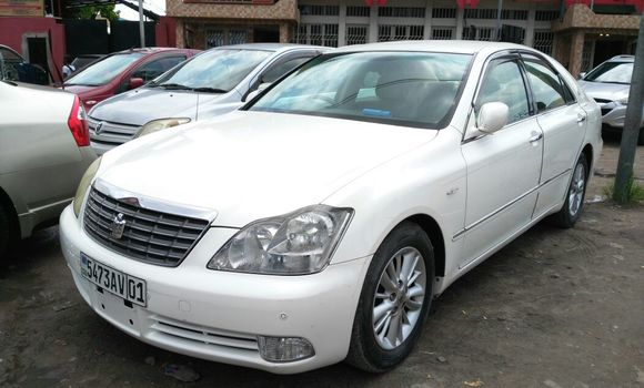 Voiture à vendre Toyota Crown Royal Saloom Blanc - Kinshasa - Bandalungwa