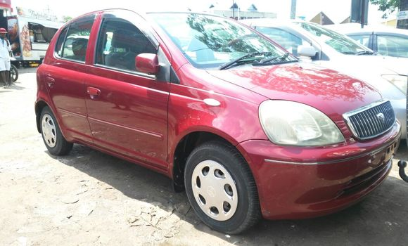 Voiture à vendre Toyota Vitz Rouge - Kinshasa - Bandalungwa