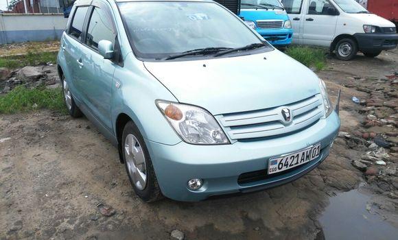 Voiture à vendre Toyota IST Bleu - Kinshasa - Kalamu
