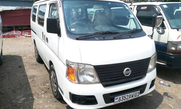 Voiture à vendre Nissan Caravan Blanc - Kinshasa - Kalamu