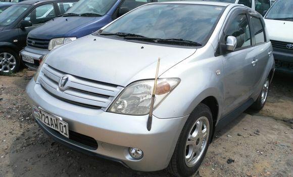 Voiture à vendre Toyota IST Gris - Kinshasa - Limete