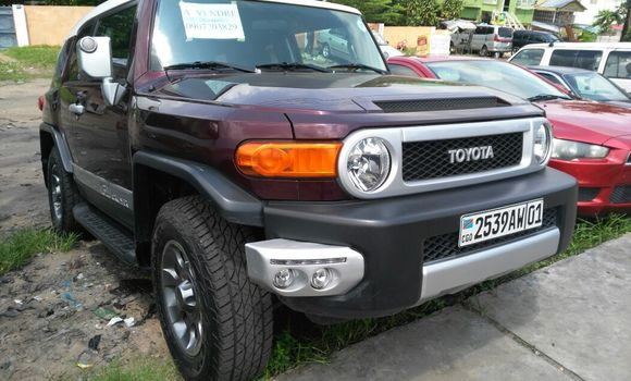 Voiture à vendre Toyota FJ Cruiser Rouge - Kinshasa - Ngaliema