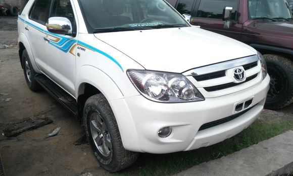 Voiture à vendre Toyota Fortuner Blanc - Kinshasa - Limete