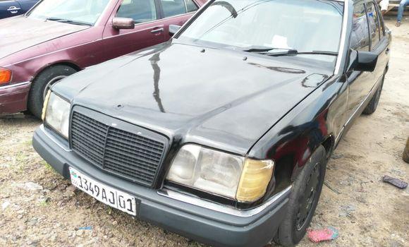 Voiture à vendre Mercedes Benz E-Class Noir - Kinshasa - Ngaliema