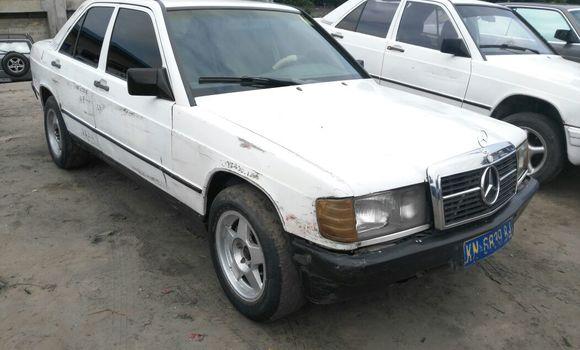 Voiture à vendre Mercedes Benz 190 Blanc - Kinshasa - Ngaliema