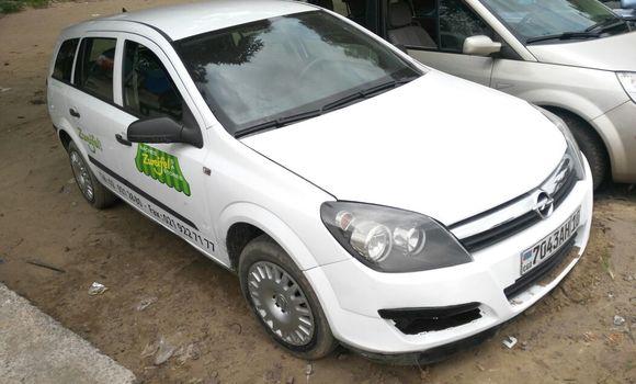 Voiture à vendre Opel Zafira Blanc - Kinshasa - Lemba