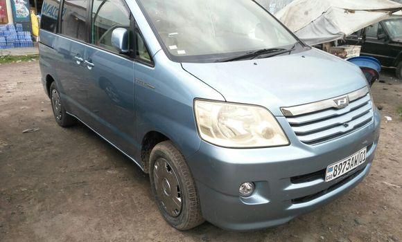 Voiture à vendre Toyota Noah Bleu - Kinshasa - Kasa Vubu