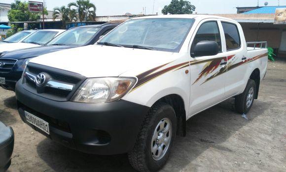 Voiture à vendre Toyota Hilux Blanc - Kinshasa - Kasa Vubu
