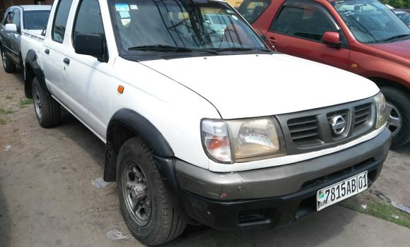 Voiture à vendre Nissan Hardbody Blanc - Kinshasa - Kasa Vubu