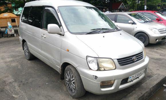 Voiture à vendre Toyota Noah Gris - Kinshasa - Lemba