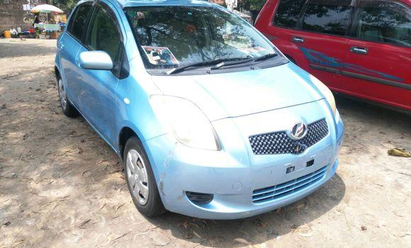 Voiture à vendre Toyota Vitz Bleu - Kinshasa - Limete