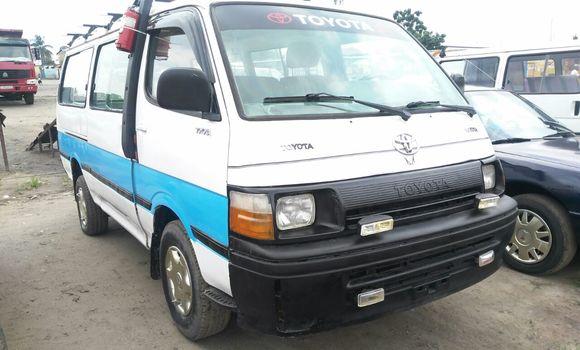 Voiture à vendre Toyota Hiace Blanc - Kinshasa - Ndjili