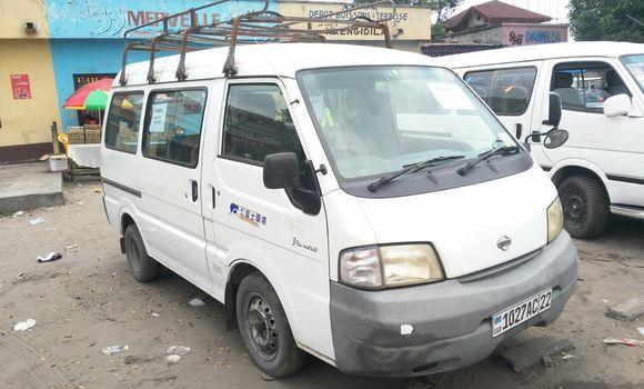 Voiture à vendre Nissan Vanette Blanc - Kinshasa - Ndjili
