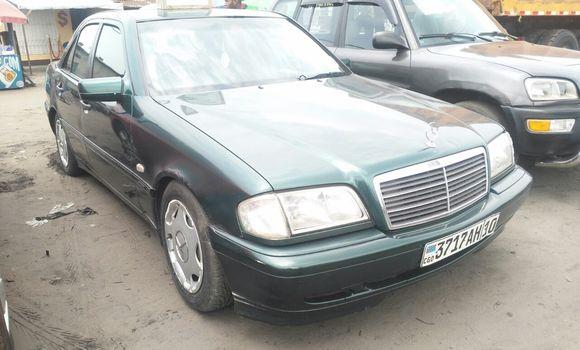 Voiture à vendre Mercedes Benz C-Class Vert - Kinshasa - Ndjili