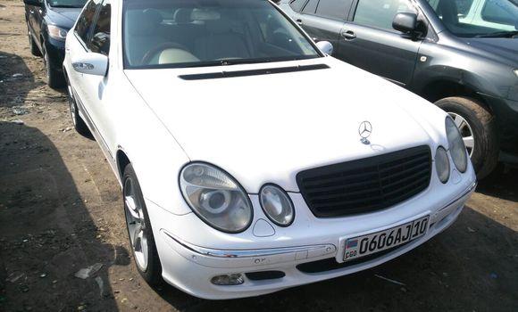 Voiture à vendre Mercedes Benz E-Class Blanc - Kinshasa - Kasa Vubu