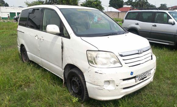 Voiture à vendre Toyota Noah Blanc - Kinshasa - Limete