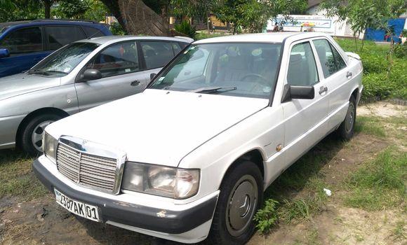 Voiture à vendre Mercedes Benz 190 E Blanc - Kinshasa - Limete