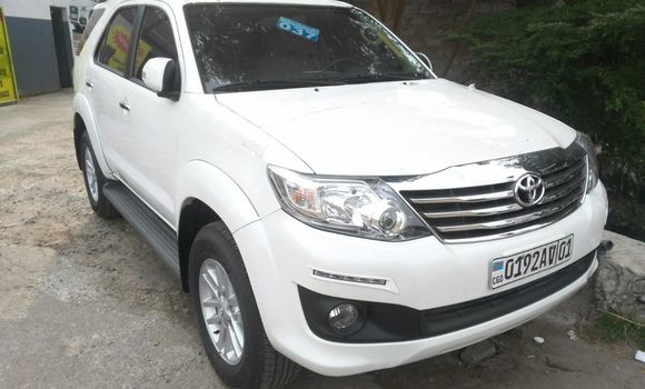 Voiture à vendre Toyota Fortuner Blanc - Kinshasa - Gombe