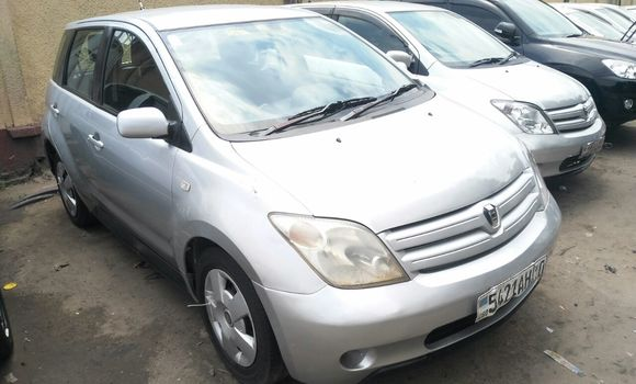 Voiture à vendre Toyota IST Gris - Kinshasa - Bandalungwa
