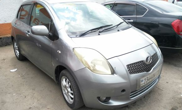 Voiture à vendre Toyota Vitz Gris - Kinshasa - Bandalungwa