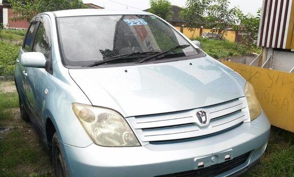 Voiture à vendre Toyota IST Bleu - Kinshasa - Limete
