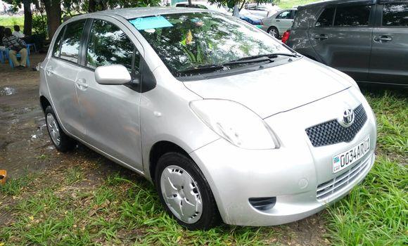 Voiture à vendre Toyota Yaris Gris - Kinshasa - Limete